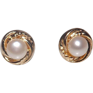 Vintage 14 Kt Yellow Gold Pearl Earrings