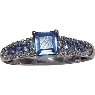 Gorgeous 10 Kt White Gold Tanzanite Ring