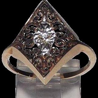 Beautiful 10 Kt Yellow Gold & Diamond Filigree Ring