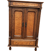 Magnificent linnen cabinet for your doll