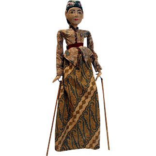 """Indonesian wood carved hand puppet 21"""" tall."""
