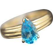 Arizona sky. 18k Blue Topaz Ring