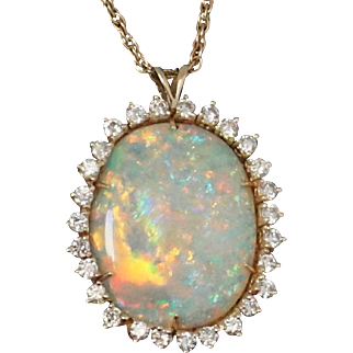 Magnificent 18.09Ct Natural Opal 2.70 Ct VS1/H Diamond Pendant Necklace Fine Jew