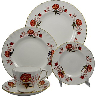 ROYAL CROWN DERBY Bali A1100 Boston Swirl Shape - 5 Pc Place Setting (Dinner, Salad, B&B, Cup & Saucer)