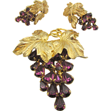 Vintage Napier Gold Plated Grape Leaf Purple Rhinestone Brooch and Clip Earrings