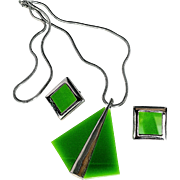 Celebrity NY 1970's  Signed High End Green Lucite Pendant Necklace/Earrings Set Silver Tone