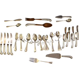 Reed and Barton 55 Piece Flatware Set