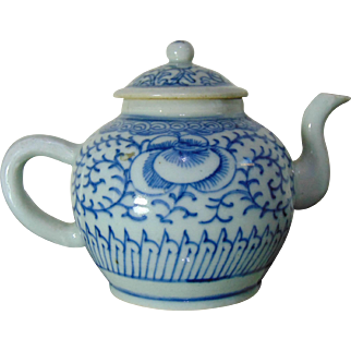 Finely Painted Chinese Export Porcelain Teapot - 18th Century