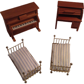 4 Nice Pieces Of Vintage Doll House Furniture