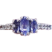 Very Pretty Vintage Sterling Silver & Blue Stone Ring