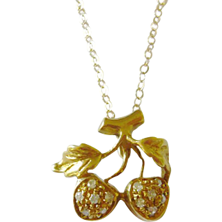 Vintage 18kt Gold Diamond Strawberry Pendant