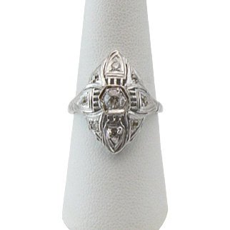 18kt Belais white gold and diamond ring