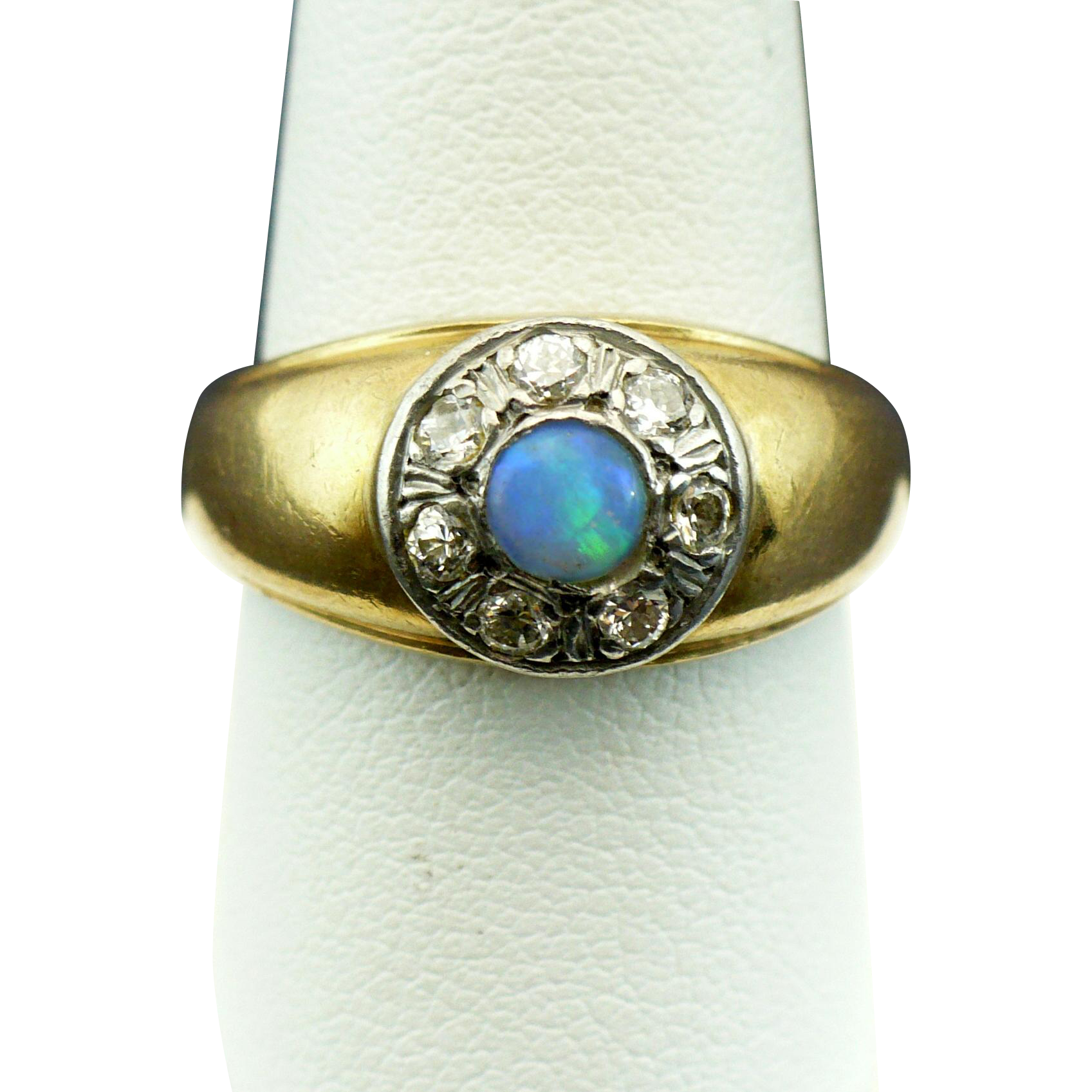 Vintage 14 kt Opal and diamond ring