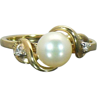 Vintage 10 KT gold pearl and diamond ring size 6 3/4