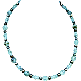 Prehnite and black freshwater pearl necklace