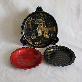 France 19th Napoleon III,charming set of 3 antique Papier Mache pieces:2 wine bottle coasters and a small tray.