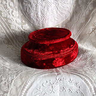 France late 19th century : lovely small red velvet socle.