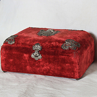 French 19th century : Napoleon III pretty shimmering  red velvet sewing or jewelry box.