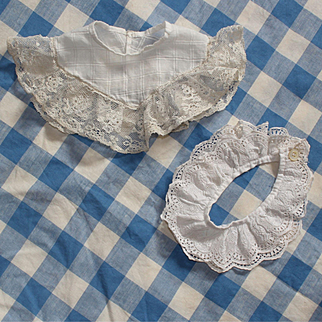 Set of two ancient French cotton and lace collars for dolls fashion.