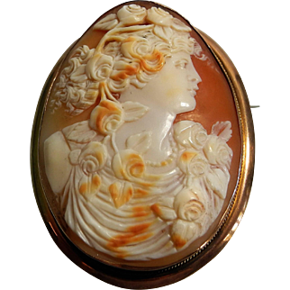 Fine early 20th Century Cameo brooch of a lady set in 9 karat gold