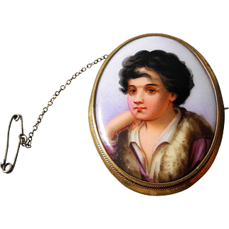 Painted ceramic portrait cameo brooch Early 20th Century in yellow metal frame.