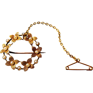 Early 20th Century tests as 15 karat gold and seed pearl garland of daisies brooch