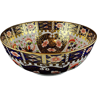"Royal Crown Derby 9"" Round Serving Bowl - Fancy Version Of Traditional Imari - Older Backstamp - Very Nice"