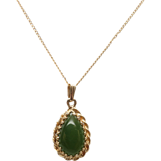 Beautiful Pear Shaped Nephrite Green Jade 14K Yellow Gold Necklace
