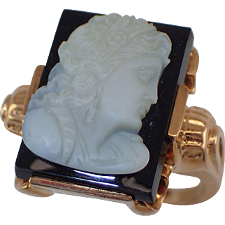 10K Cameo Onyx And Yellow Gold Ring