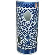 A Fine Chinese Blue & White Porcelain Kangxi-Style Hat Stand Vase, Circa 1910