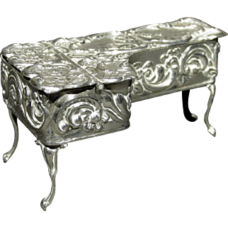 A George VI Sterling Silver Miniature Grand Piano Shaped Pill Box, Birmingham 1939