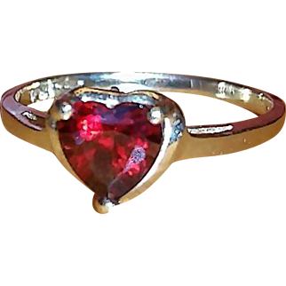 Vintage 10k yellow gold garnet heart ring