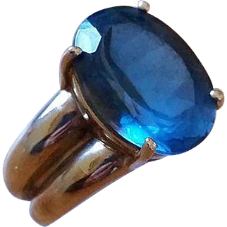 Amazing estate 10k yellow gold London blue topaz ring