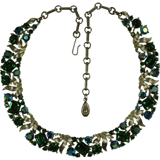 Beautiful 1960's Lisner Emerald Green Rhinestone Necklace