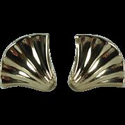 Vintage 14k Yellow Gold Shell Pierced Earrings
