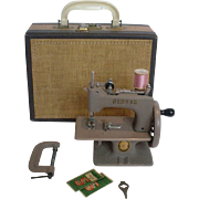 Vintage Singer Child's Sewing Machine in Carry Case - Very Nice Condition!