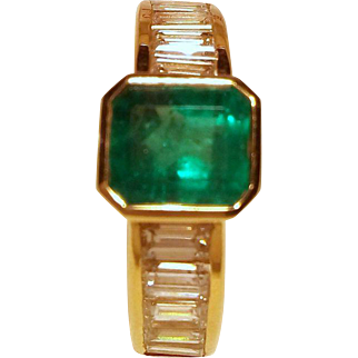 Impressive Emerald & Diamond Ring (7, 90 gr.)