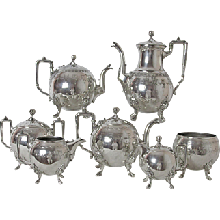Exquisite Circa: 1875 Reed & Barton Silver Plated 7 Piece Tea & Coffee Set Lion Feet