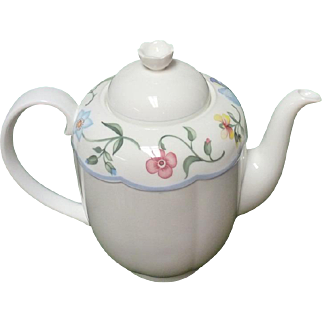 """Villeroy & Boch """"Mariposa  Teapot ; Unused Condition  7 X 9 INCH, 5.5 Cups"""