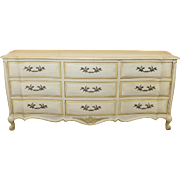 White Fine Furniture Co Painted French Provincial 9 Drawer Bedroom Dresser c1960s