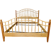 Ethan Allen Country Craftsman Knotty Pine Queen Size Spindle Bed 19-5621 1990s