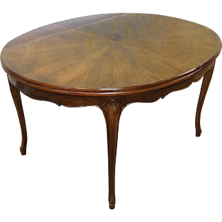 Very Nice 1960s Fruitwood Cherry Oval French Provincial Style Baker Furniture Dining Room Table w/ 3 Leaves