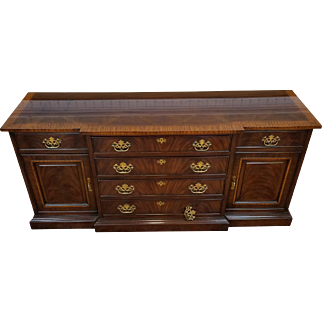 Drexel Heritage Banded Mahogany 18th Century Classics Dining Room Buffet Cabinet #128-134-6