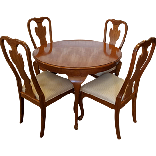 1990s Carleton Oak Drexel Heritage Queen Anne Round Dining Room Set ~ Table w/ 4 Chairs
