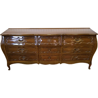 1960s Italian Provincial Fruitwood Bombe Style 9 Drawer Bedroom Triple Dresser