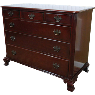Quality 1940s Solid Mahogany Traditional Drexel Bedroom Single Dresser