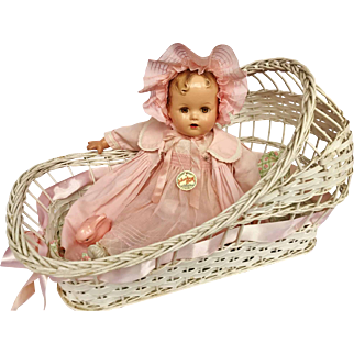 Vintage 1940's Wicker White bassinet basket bed for Effanbee Dy Dee Baby doll & Friends