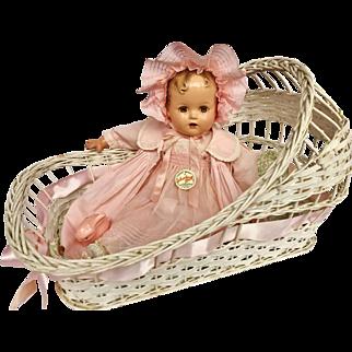 Vintage 1940's Wicker White bassinet basket bed for Effanbee Dy Dee Baby doll & Friends