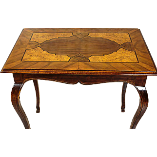 Antique Coffee Table from the 19th Century with intarsia