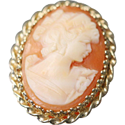 14k Oval Twisted Bezel Cameo Pendant with Yellow Gold Surround Beautiful Coloring